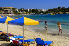 ...have fun on the beach, for instance at Agia Pelagia...